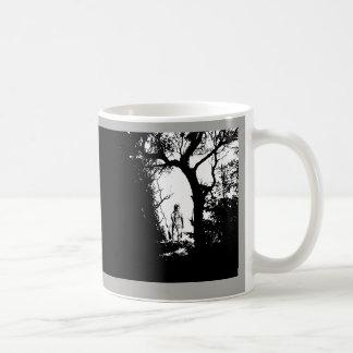 Hombre lobo de dos tonos en taza del bosque