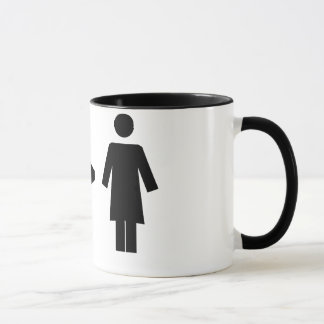 Hombre mayor que la taza de la mujer
