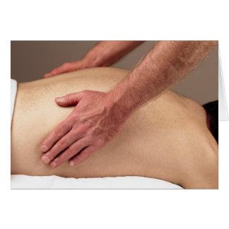 Hombre que da masajes a lados traseros de un clien tarjetas