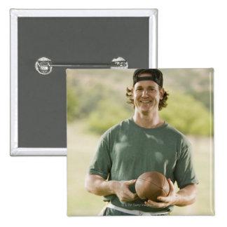 Hombre que juega a fútbol de la etiqueta chapa cuadrada 5 cm