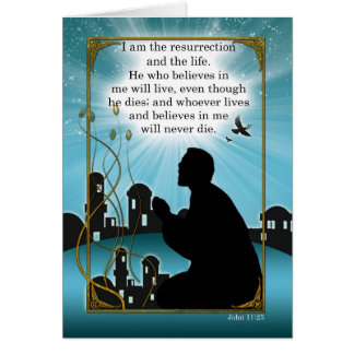 Hombre religioso de la tarjeta de pascua que ruega