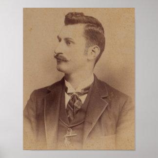hombre rizado del bigote de los 1890s póster