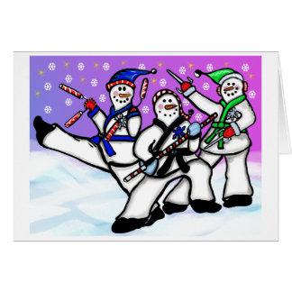 Hombres de la nieve de los artes marciales con la tarjeta de felicitación