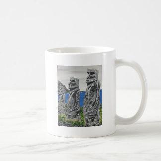 Hombres de la piedra de la isla de pascua taza de café