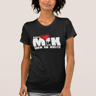 Hombres del amor de las mujeres en faldas camiseta