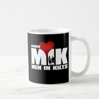 Hombres del amor de las mujeres en taza de las