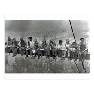 Hombres en fotografía del vintage del carril postal