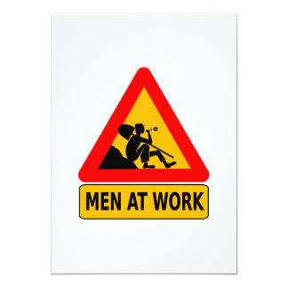 Hombres en la señal de tráfico del trabajo invitación 12,7 x 17,8 cm