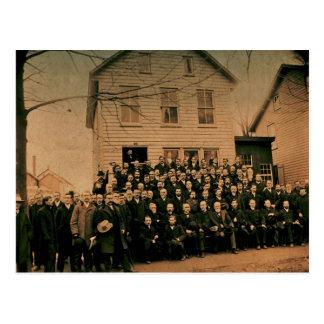 Hombres en negro postal