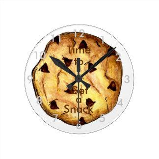 Hora de conseguir un bocado reloj redondo mediano