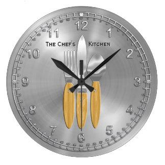 Hora para el maestro cocinero en usted reloj redondo grande