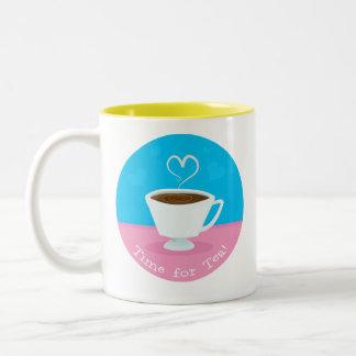 Hora para la taza de té del corazón del té