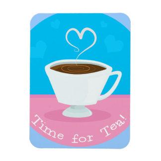 Hora para la taza de té del corazón del té imán de vinilo