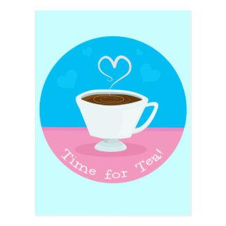 Hora para la taza de té del corazón del té postal