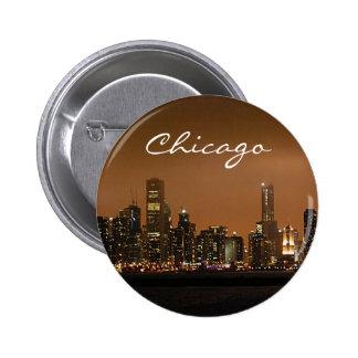 Horizonte de Chicago en la noche en el embarcadero Chapa Redonda De 5 Cm