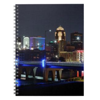 Horizonte de Des Moines con el tributo de Orlando Cuaderno