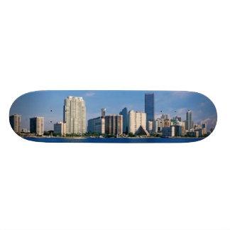 Horizonte de Miami, la Florida Monopatin
