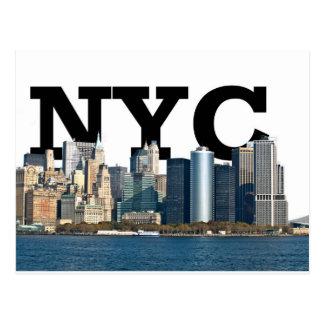 """Horizonte de Nueva York con """"NYC"""" en el cielo Postal"""