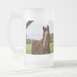 Horse_Smelling_A_Bush, _Big_Frosted_Glass_Mug Taza De Cristal Esmerilado