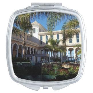 Hotel de Tenerife y espejo compacto de las