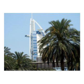 Hotel y palmas árabes del Al de Burj Postal