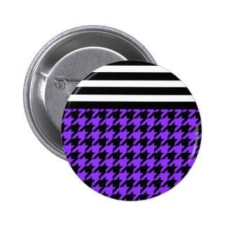 Houndstooth violeta con las rayas 2 chapa redonda 5 cm