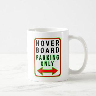 Hoverboard que parquea solamente taza clásica