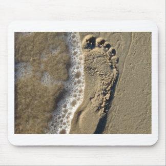 Huella de la arena de la playa alfombrilla de ratón
