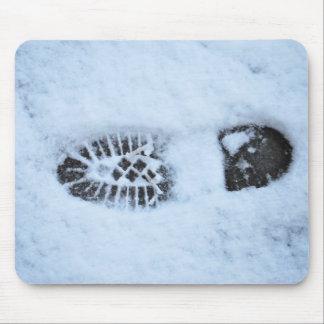 Huella en nieve alfombrilla de ratón