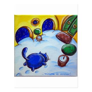 Huellas del gato en la nieve postal