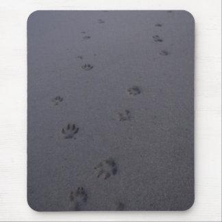 Huellas en la arena alfombrilla de ratón