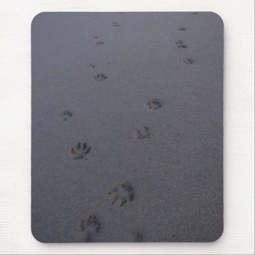Huellas en la arena tapete de ratón