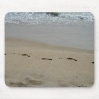 Huellas en la arena alfombrillas de ratón