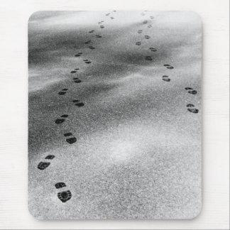 Huellas en nieve alfombrilla de ratón