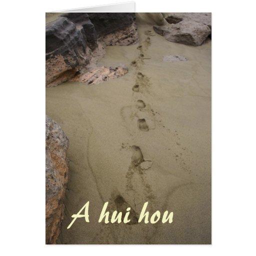 Huellas hawaianas en condolencia de la arena de la tarjeton