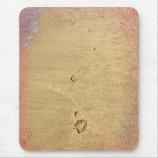 Huellas texturizadas en la arena alfombrilla de ratón