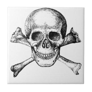 Huesos del cráneo y de la cruz azulejo de cerámica