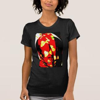 Huevo de la mariposa camisetas