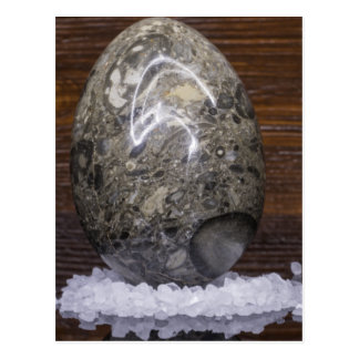 Huevo de piedra postal