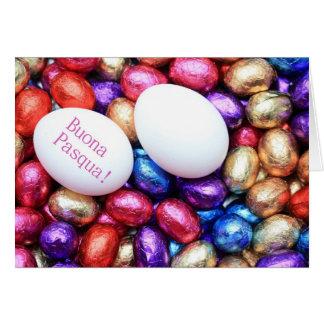 Huevos de chocolate pascua que saluda al italiano tarjetón