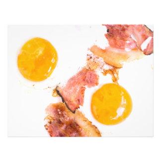Huevos fritos con tocino folleto 21,6 x 28 cm
