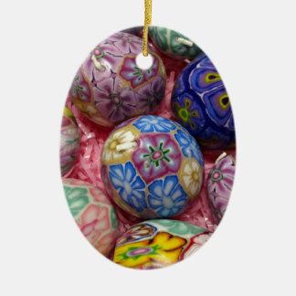 Huevos multicolores hermosos del ucraniano de la adorno navideño ovalado de cerámica
