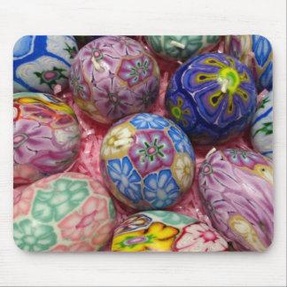 Huevos multicolores hermosos del ucraniano de la c alfombrilla de ratón