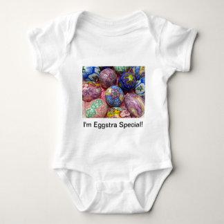 Huevos multicolores hermosos del ucraniano de la camiseta