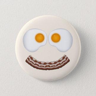 Huevos y botón de la mueca del tocino