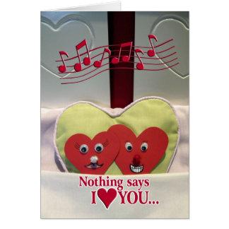 Humor del aniversario - dos corazones en cama tarjeta de felicitación