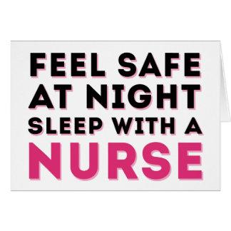 Humor descarado negro rosado de la enfermera tarjeta de felicitación