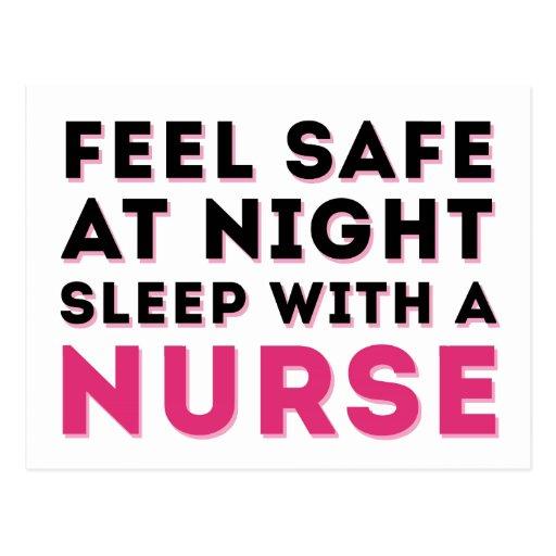 Humor descarado negro rosado de la enfermera postales