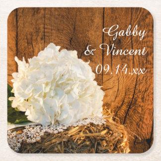 Hydrangea blanco y boda de madera del país del posavasos de papel cuadrado