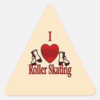 I patinaje sobre ruedas del corazón pegatina triangular